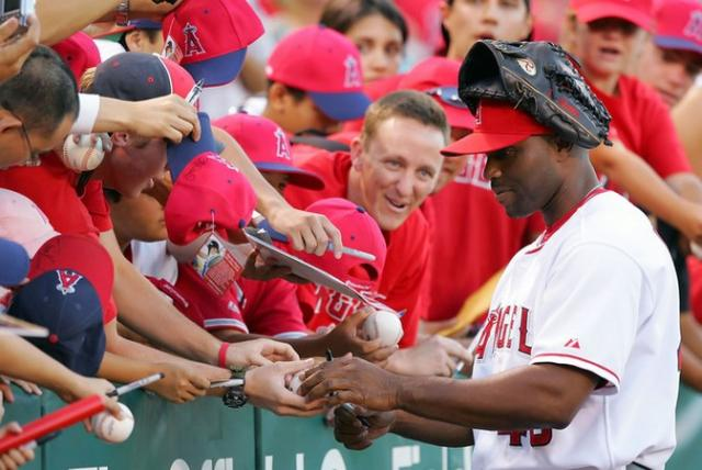 Torii Hunter  signs autographs for Angels fans.jpg