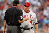 Mike Scioscia has a chat with the umpire.jpg