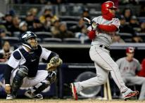 Maicer Izturis slugs a double against the Yankees in the 2009 NLCS.JPG