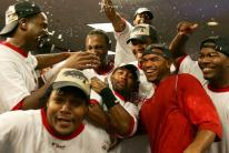 team celebrates clinching playoff spot 2007.jpg