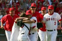 team celebrates clinching victory to secure 2007 playoff spot.jpg