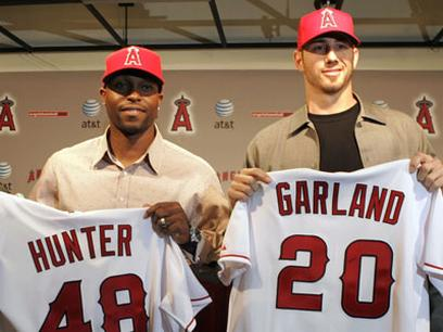 Jon Garland holds up his Angels jersey along side Torii Hunter.jpg
