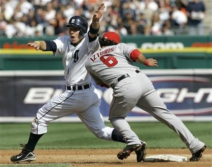 Maicer Izturis bumps into Brandon Inge at second base.jpg